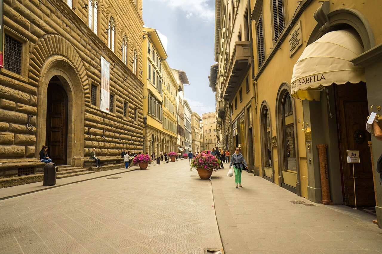Luxurious Boutique Stores in Via Tornabuoni - Archievald Travel and Food