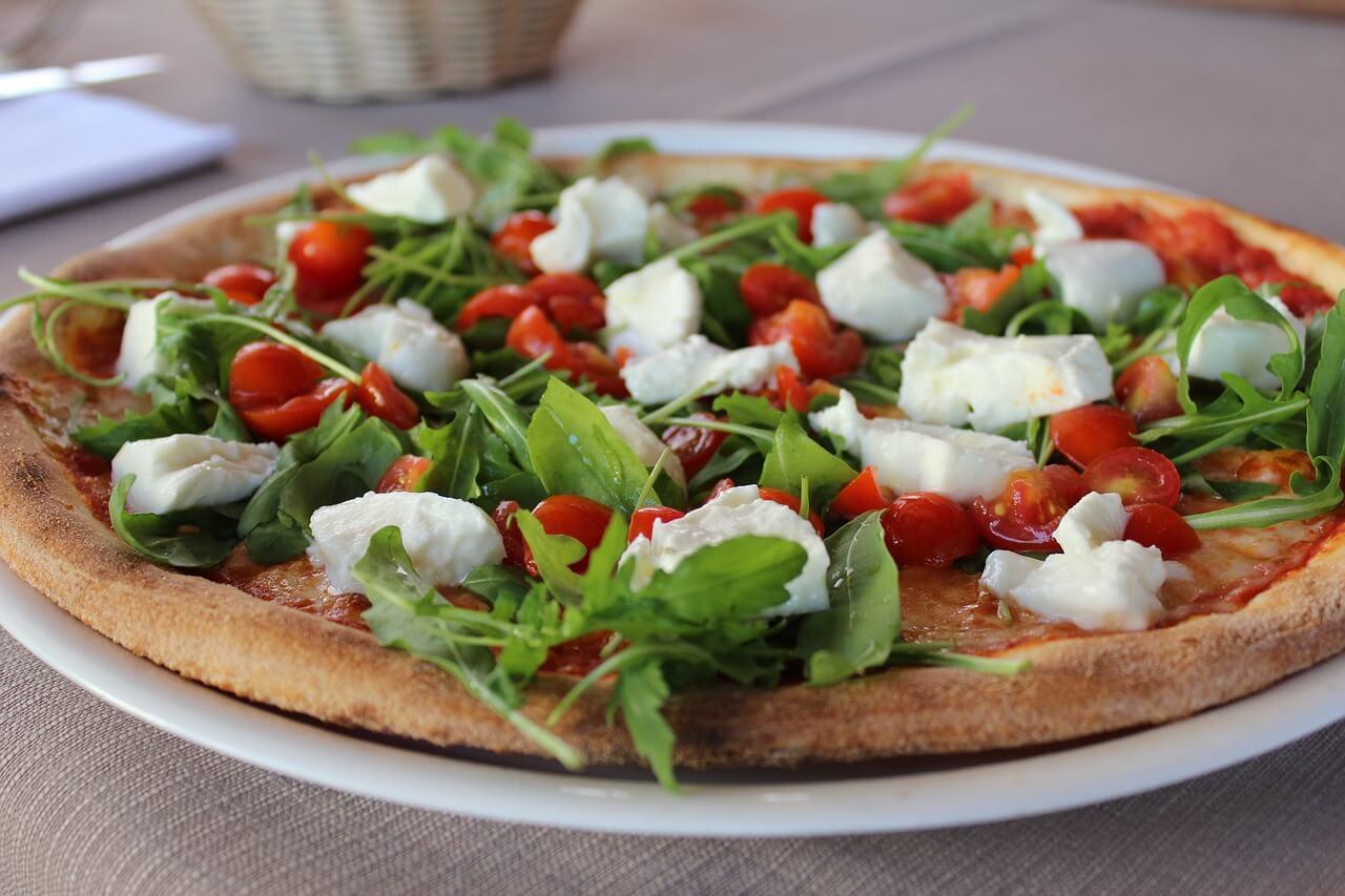 Pizza Margherita con Basilica e Ruccola - Archievald Travel and Food